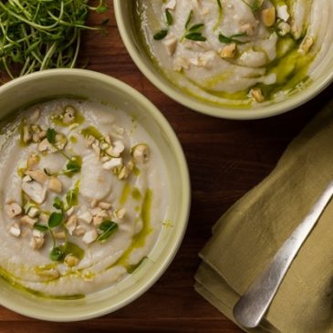 Cauliflower & Roasted Garlic Soup